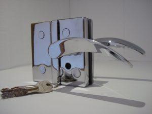 Fechadura com maçaneta para porta de vidro V/V.